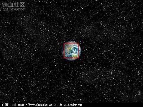 地球和月亮的运行轨道(白色的线)