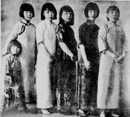张作霖戎装照罕见家族照:六个漂亮女儿 8个儿子组图