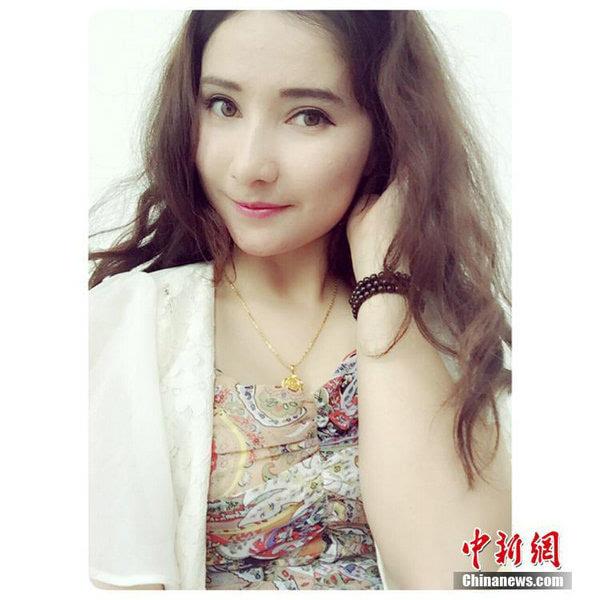 图为新疆维族美女特警