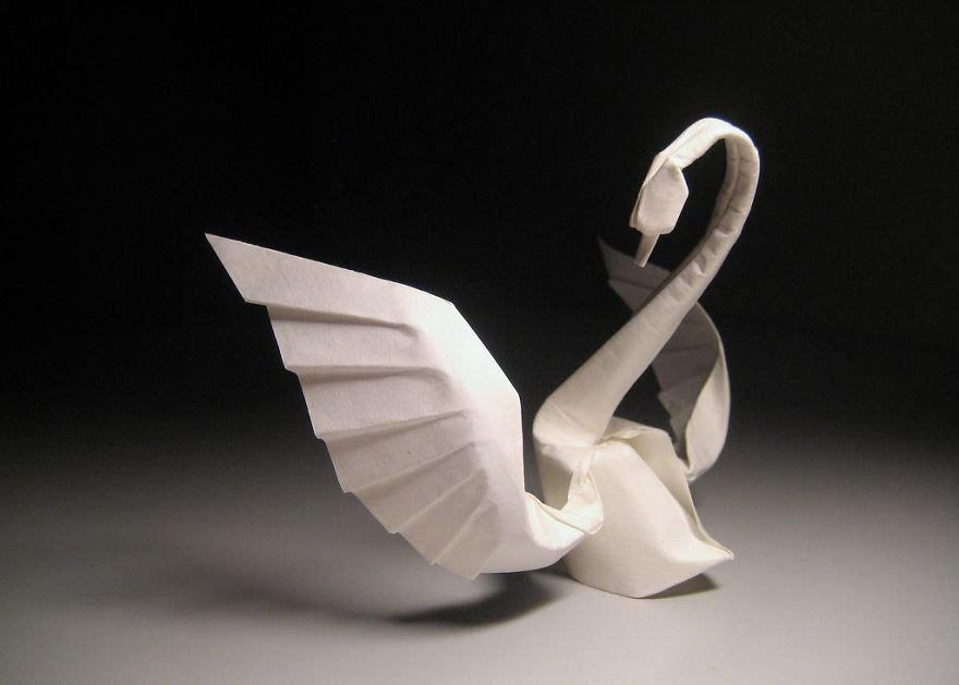 折纸 是最简单和最古老的纸艺术形式之一,通过一些褶皱与拉扯…你会