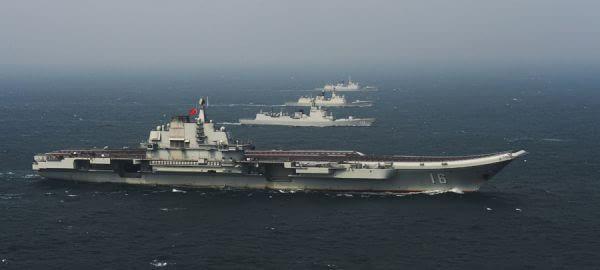 资料图片:中国海军辽宁舰航母编队