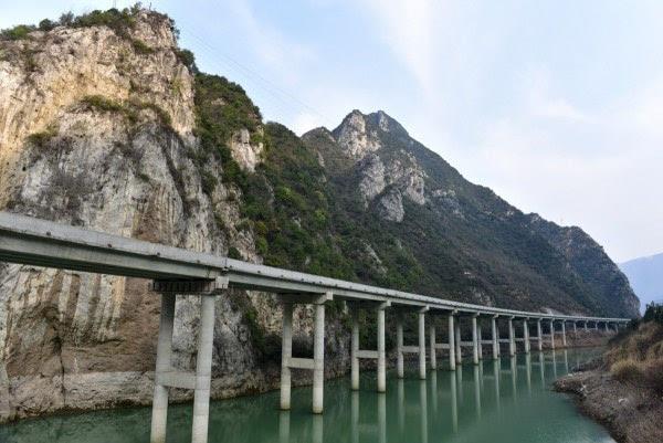 [原编] 中国最美水上公路 - 十月大哥 - 十月大哥的博客