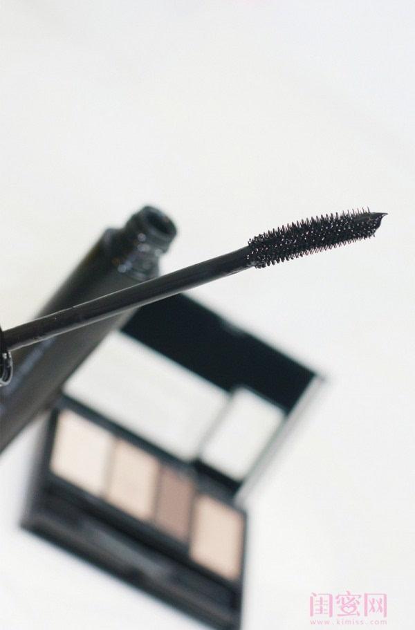 【闺蜜体验团】眼窝骨干和睫毛膏示范一个简单的妆容插图10