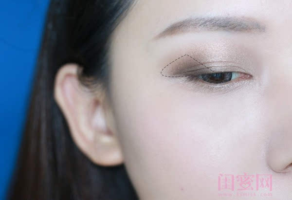 【闺蜜体验团】眼窝骨干和睫毛膏示范一个简单的妆容插图7