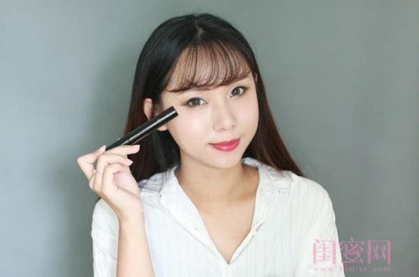 【闺蜜体验团】眼窝骨干和睫毛膏示范一个简单的妆容插图15
