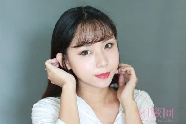 【闺蜜体验团】眼窝骨干和睫毛膏示范一个简单的妆容插图13