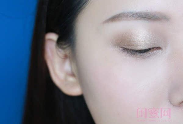 【闺蜜体验团】眼窝骨干和睫毛膏示范一个简单的妆容插图5