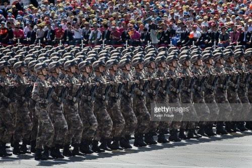而蒋介石和中国国民则抛弃了大陆与民众撤退到台湾.