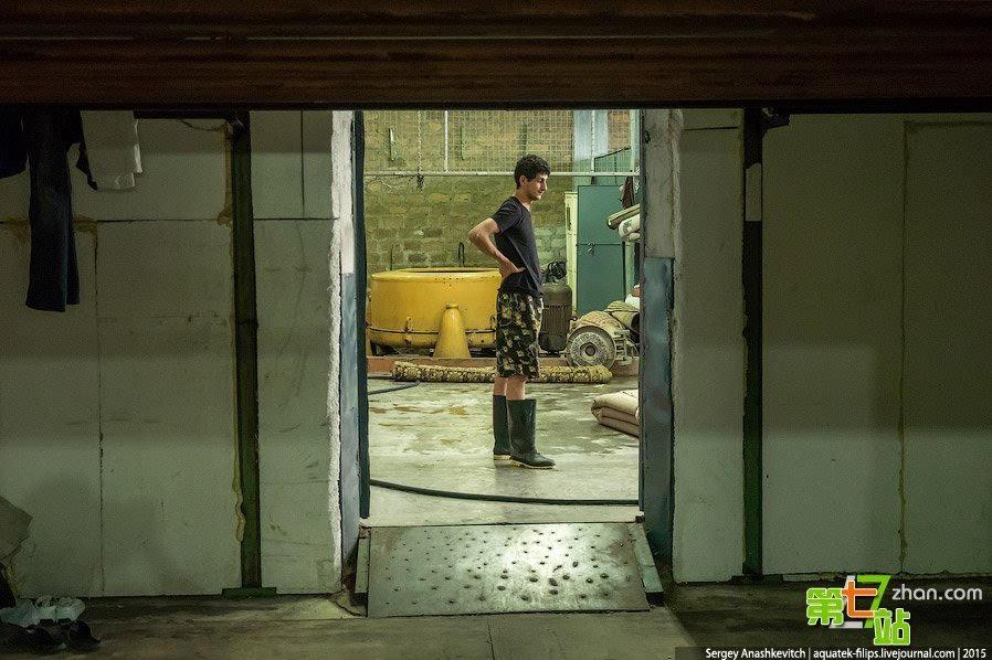 探访亚美尼亚手工编织地毯工厂车间