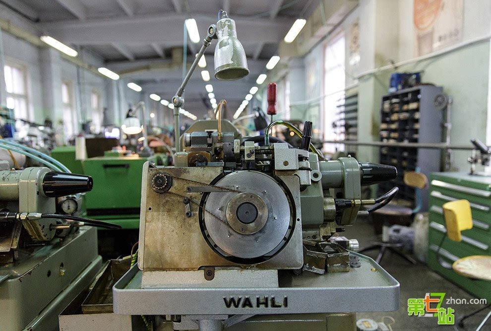 """罕见""""火箭""""钟表厂的制作过程"""