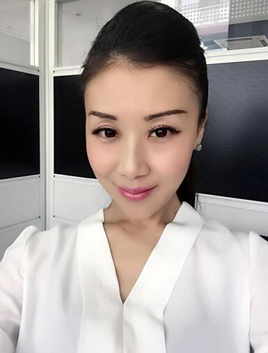 歌手陈娇时尚转身微商女神
