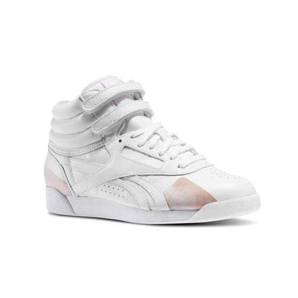 时尚的曲折编织技术创造出灵活的鞋体结构,为你的运动提供安全保障.