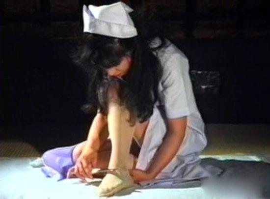 日本人做爱视频主播直播_疯狂的日本人:大胸美女主播直播剖腹自杀
