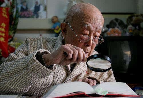 【自媒体】季羡林:每一代人都有自己的路要跑初中最高级英语ppt图片