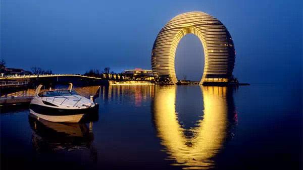 又名(月亮酒店),位于湖州市南太湖旅游度假区核心板块.