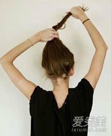 蓬松丸子头怎么扎 最新减龄扎法图解