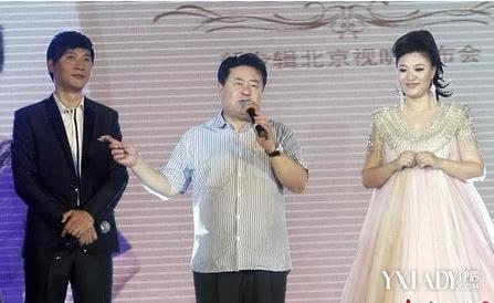 王丽达与汤子星夫妻秀恩爱 遭金铁霖幽默调侃