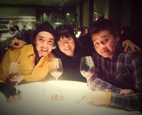 并生下女儿杨若妤(kaitlin),2012年2月一家三口全家福首次在镜头前图片