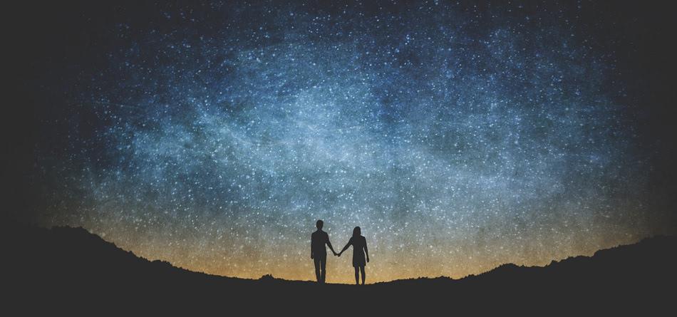 银河系 空间 夫妇 牵手 夜晚 星星 浪漫 唯美意境壁纸图片