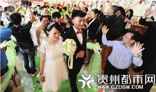 六对聋哑人昨日集体大婚 200余人现场见证