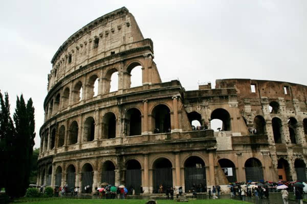 记忆犹深的意大利 悠久历史的古罗马斗兽场