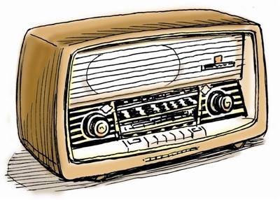 父亲听收音机的时候,我点着灯盏在被窝里偷看《白发魔女传》,第二天起