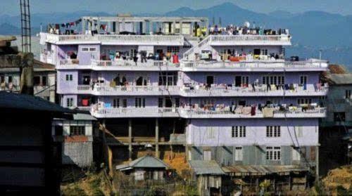 印度一男子娶39个妻子同居 每天轮流陪其睡觉