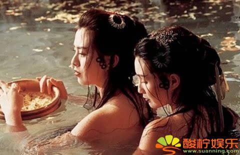 张曼玉和王祖贤这一版的《青蛇》最为颠覆,两人在电影中展现各种与