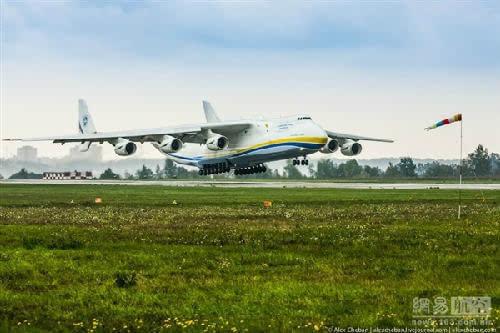 乌克兰代表团一行17人来陕西渭南就安系列飞机
