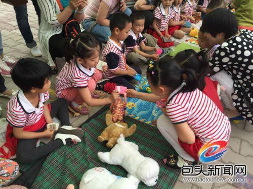 包头包钢民族幼儿园跳蚤市场开市了