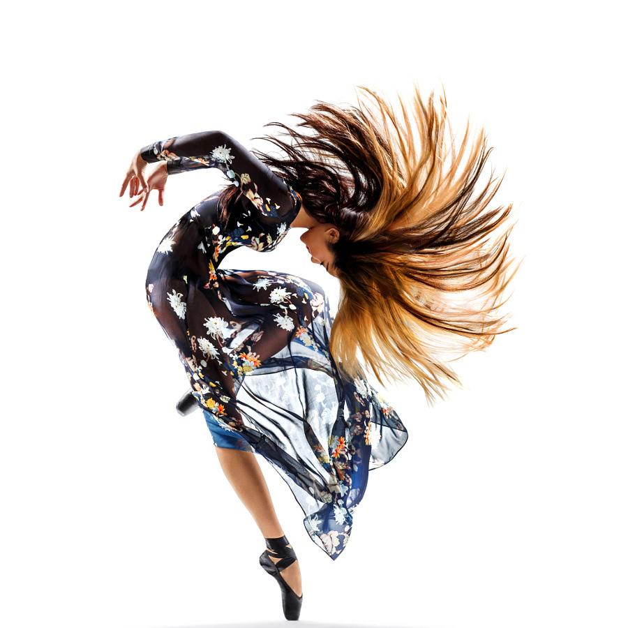 柔美和力量相结合 拍舞动青春的曲线动态美图片