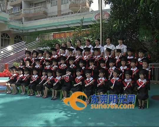 幼儿园小朋友拍摄毕业照图片