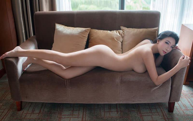 白皙美女人体艺术写真集
