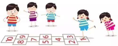 在桌上或贴在墙上,随机说出一个单词,让小朋友们指出或拍出相应的图案图片