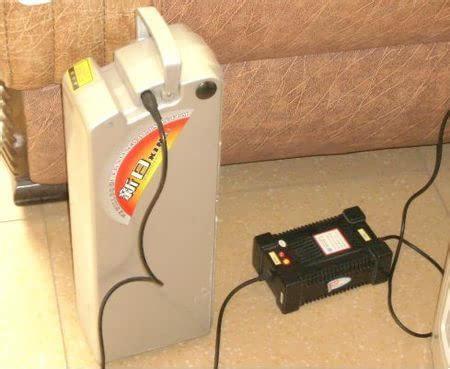 打湿电池的情况,或充电时发生碰水