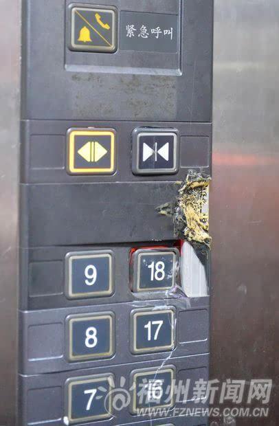 电梯控制面板破损