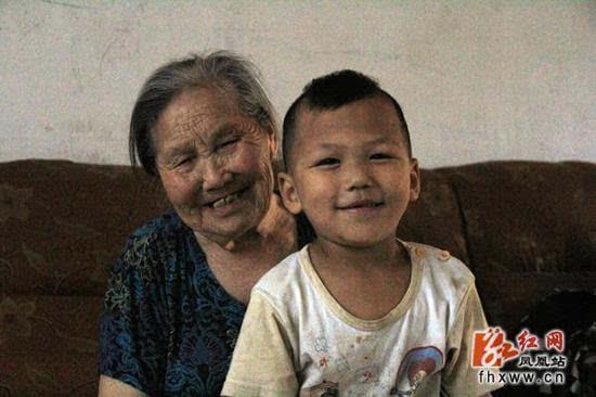湖南第一寿星,面色红润6颗牙齿(122岁)(www.souid.com)