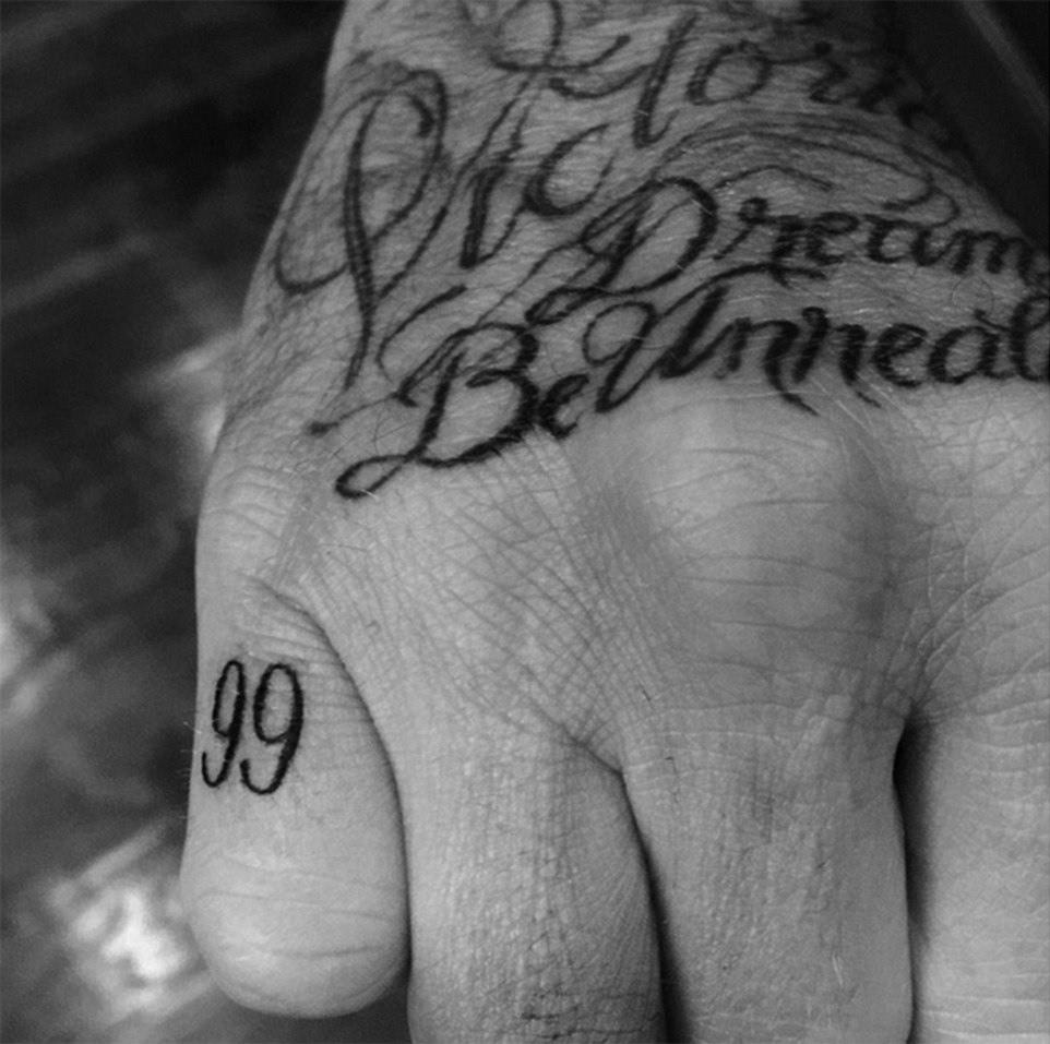 英女子受情伤割掉纹身寄给前男友 又自断手指_猴战... _搜狐视频