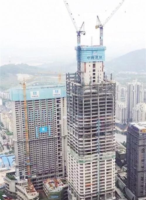 亮点二:外挂动臂塔吊施工技术 首次在广西应用了外挂动臂塔吊施工