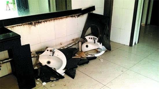 济宁市城区公厕调查 部分公厕洗手区从来没有水