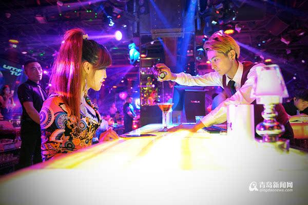 揭秘青岛夜店领舞女孩 怀揣梦想的执着90后图