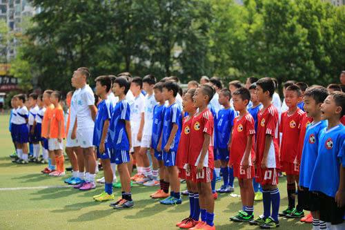 王牌小学办足球训练营
