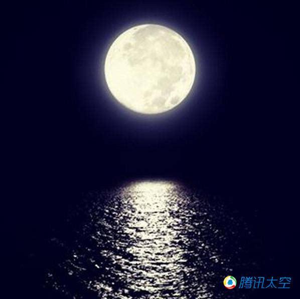这张超级月亮的照片