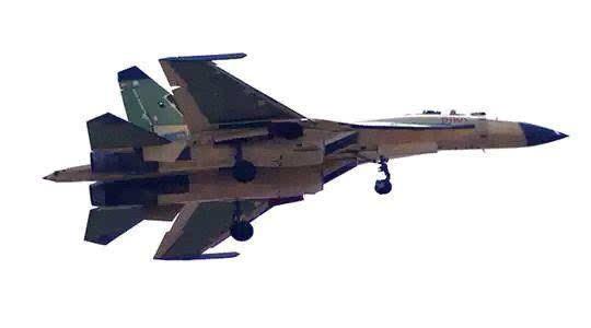 然而,老版苏-35使用的是al31fp发动机,具备矢量推进技术,能够进行正负