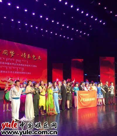 """我的中国梦情系包头""""为抗战老兵献花 近日,由中国中国文联,中国电影家"""