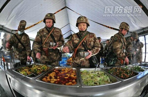 片解密驻藏官兵衣食住行变迁