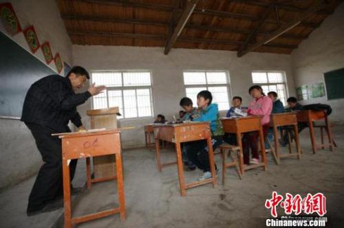 乡村教师471至500集 乡村教师马良干梦梦 乡村教师马良702章 乡村教图片