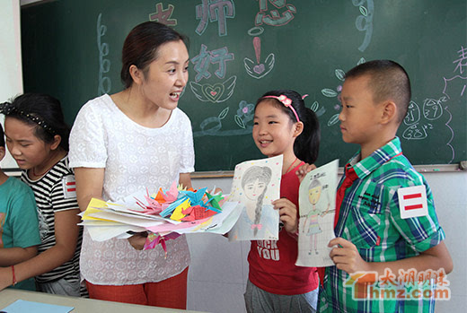 太湖明珠网消息:手工制作了贺卡,手工花,千纸鹤,铅笔画像……,9月10日