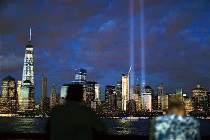 """两架撞塌了纽约世贸中心""""双子塔"""""""
