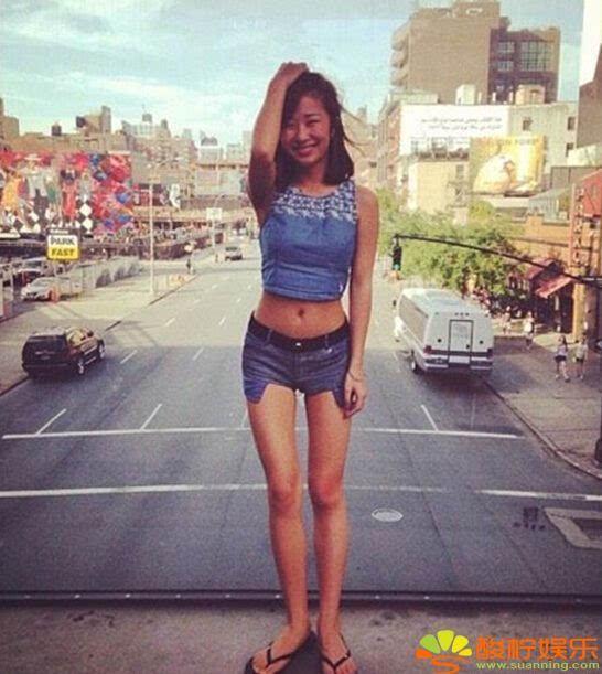 刘欢女儿这么美! 大长腿身材火辣狂野还玩纹身